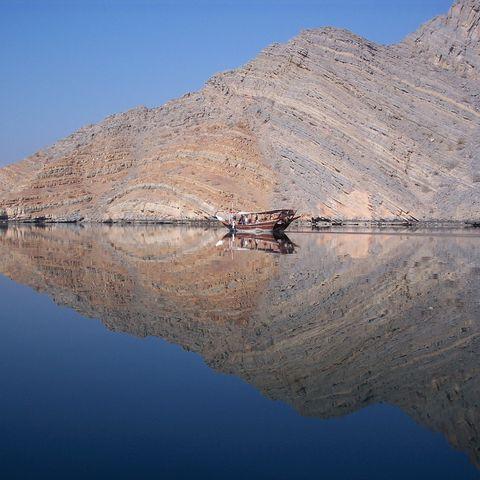 Eine Dhau in den Fjorden von Musandam, Khasab, Oman