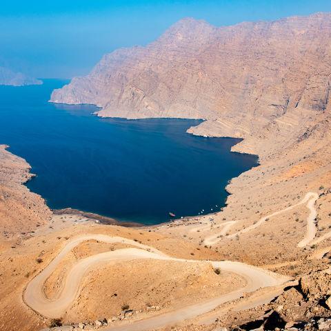 Ausblick von Khor Najd auf die Fjordlandschaft von Musandam, Oman