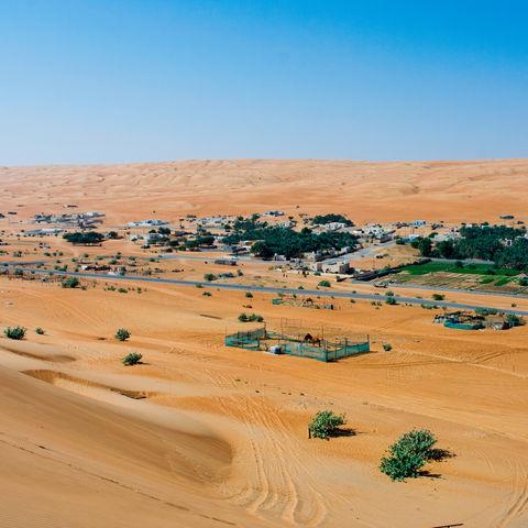 Eintrittstor zur Rimal Al Wahiba Wüste: das Dorf Al Mintarib, Oman
