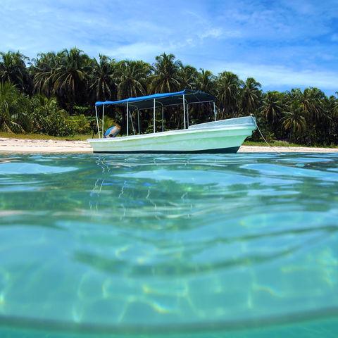 Boot vor unbewohnter Insel Cayo Zapatilla © Vilainecrevette, Dreamstime.com
