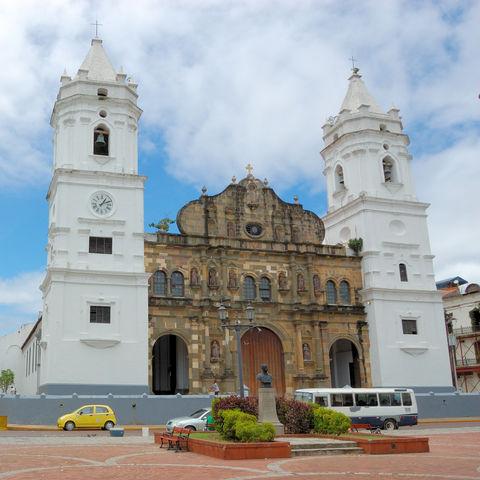 Spaziergang durch koloniales Erbe: Plaza de la independencia, Panama City, Panama