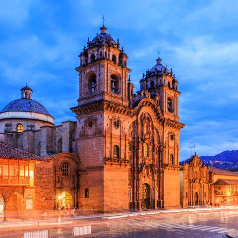 Plaza de Armas erleuchtet bei Nacht, Cusco, Peru