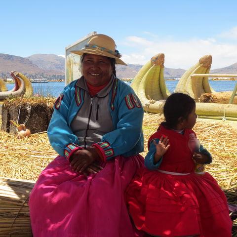 Indigene Familie am Titicacasee, Peru