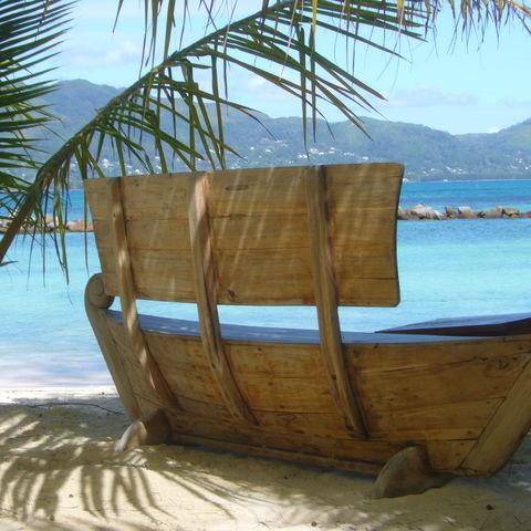 Bank mit Blick aufs Meer, Seychellen