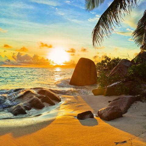 Sonnenuntergang am tropischen Strand, Seychellen