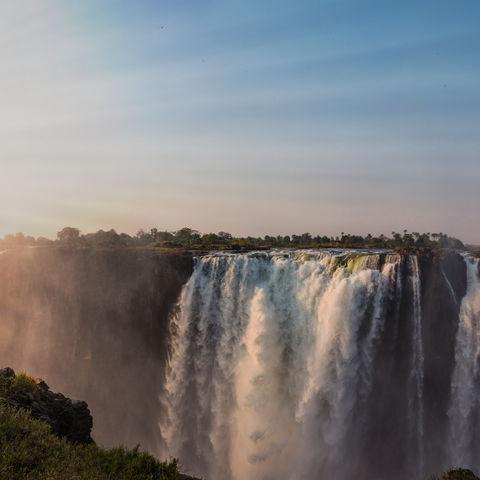 Regenbogen an den Viktoriafällen, Simbabwe