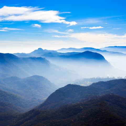 Nebliger Panoramablick vom Adam`s Peak, Sri Lanka