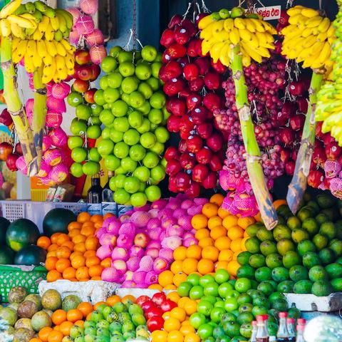 Farbenfroher Obststand, Sri Lanka