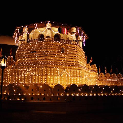 Zahntempel während eines Nationalfeiertages, Sri Lanka