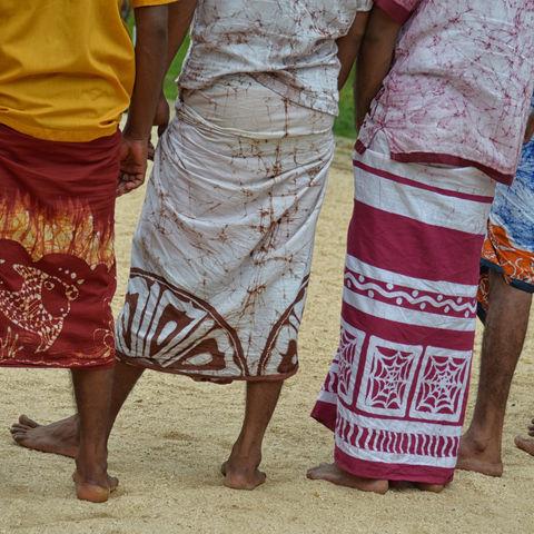 Bunte Sarongs der Männer, Sri Lanka