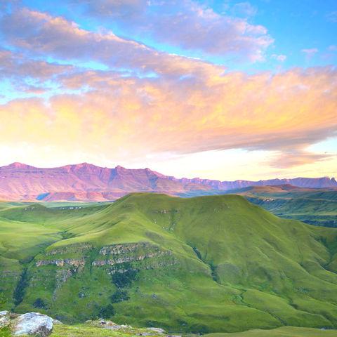 Drakensberge bei Sonnenaufgang © Thinkstock, iStockphoto