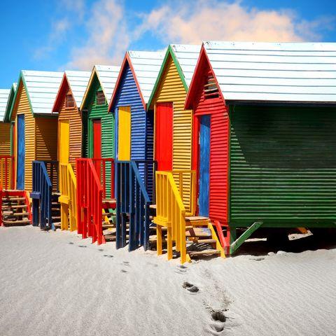 Bunte Strandhäuser in St. James, Kapstadt, Südafrika