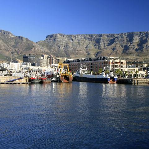 Blick auf Kapstadt mit dem Tafelberg, Südafrika