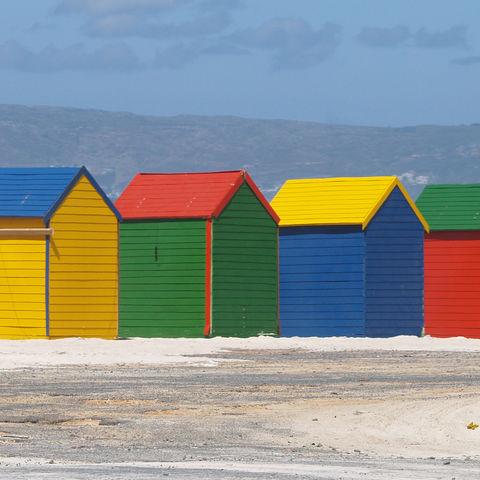 Farbenfrohe Strandhäuser, Südafrika
