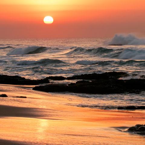 Zauberhafte Strandlandschaft bei Sonnenuntergang, Südafrika