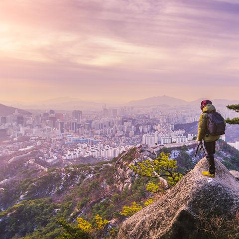 Sonnenaufgang an den Seoul-Stadt-Skylinen, Südkorea