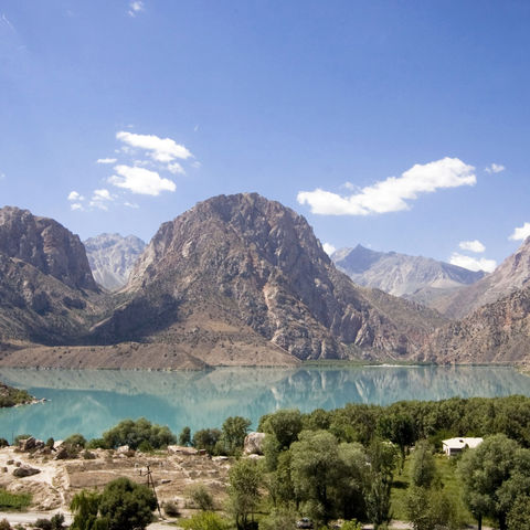 Bergpanorama am Iskanderkul-See, Tadschikistan