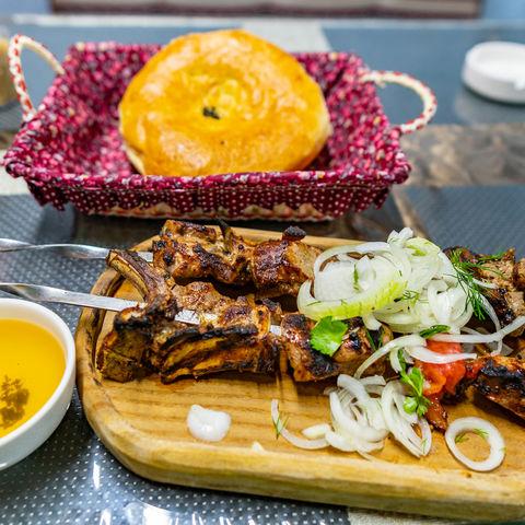 Was gibt es heute zu essen? Lammspieße mit Naan Brot, Tadschikistan
