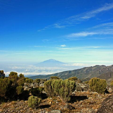 Blick vom Kilimandscharo auf den Mount Meru, Tansania