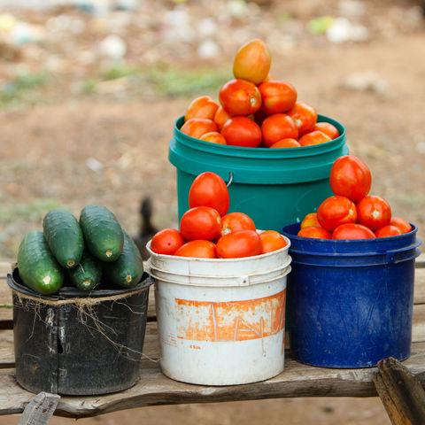 Gemüse auf einem Straßenmarkt, Tansania