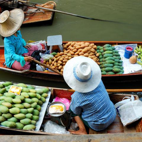 Schwimmender Markt in Ayutthaya in der Nähe von Bangkok, Thailand