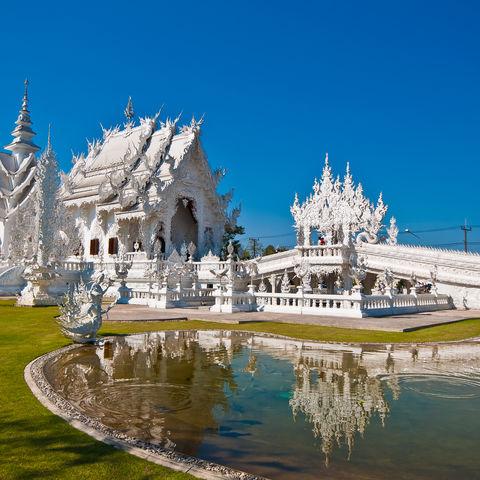 Die bekannte Tempelanlage Wat Rong Khun in Chiang Rai, Thailand
