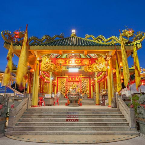 Dekoration zum Vegetarischen Festival: Chinesischer Tempel in Phuket, Thailand