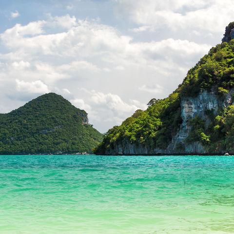 Blick aufs Wasser und die vorgelagerten Inseln, Thailand