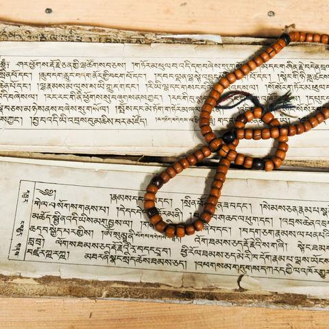 Tibetisch-buddhistischer Text und Gebetsperlen, Tibet
