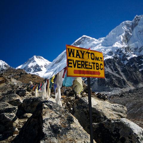 Wegschild zum Everest-Basislager, Tibet