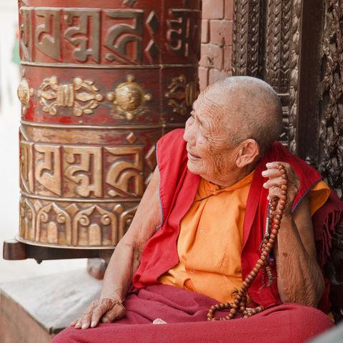 Tibetischer Mönch mit Gebetskette, Tibet