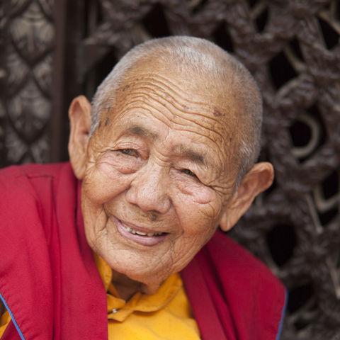 Mit 95 noch den Schalk im Nacken: ein Mönch, Tibet