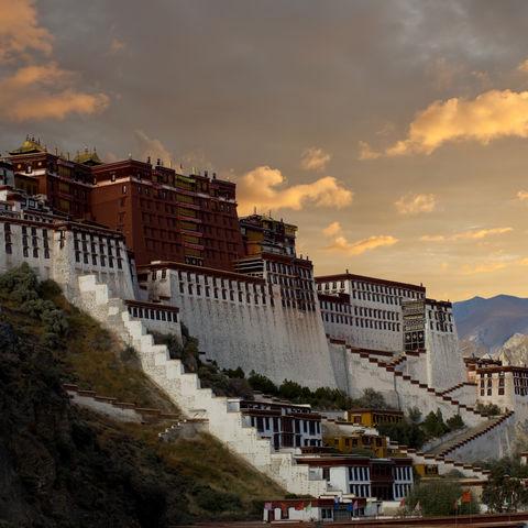 Der Potala Palast bei Sonnenuntergang, Tibet