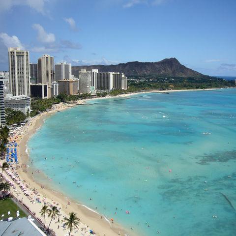 Einer der berühmtesten Strände der Welt: Waikiki Beach, Honolulu, Hawaii