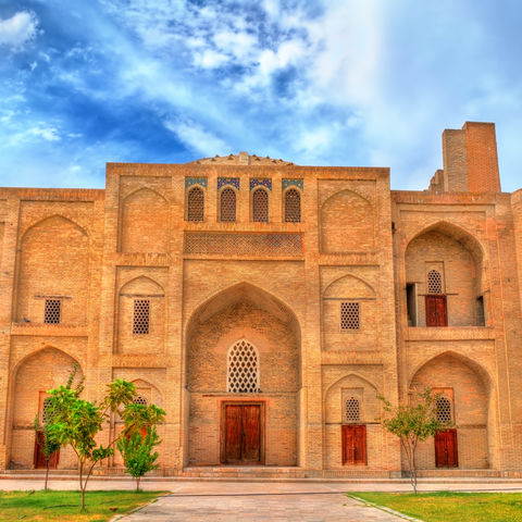 Nodir Devonbegi Madrasa im historischen Zentrum von Buchara, Usbekistan