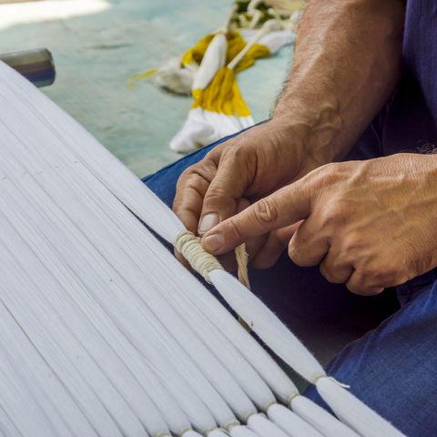 Traditionelle Herstellung von Seidengewebe, Usbekistan