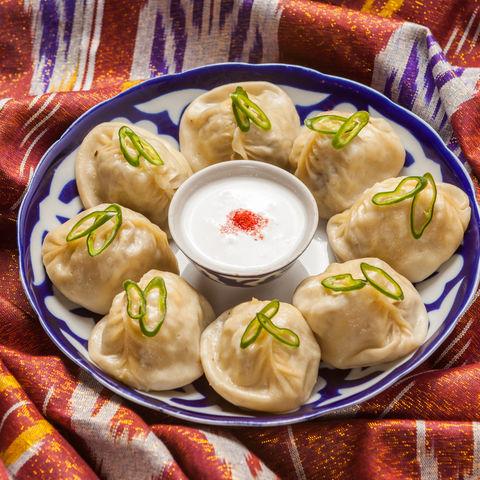 Beliebtes Teiggericht Manti: mit Fleisch oder Gemüse gefüllte Teigtaschen, Usbekistan