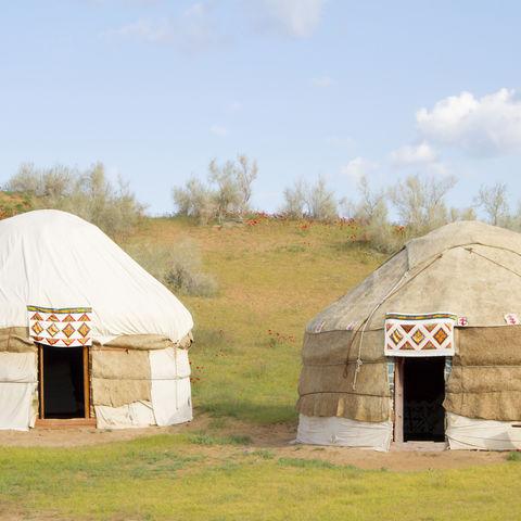 Jurten in der Kyzylkum Wüste, Usbekistan