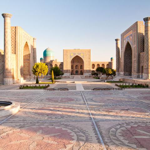 Sonnenaufgang über dem Registan-Komplex, Usbekistan