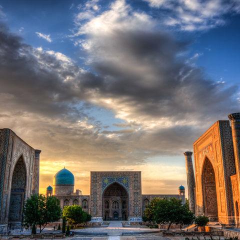 Der Registanplatz in der Abenddämmerung, Usbekistan