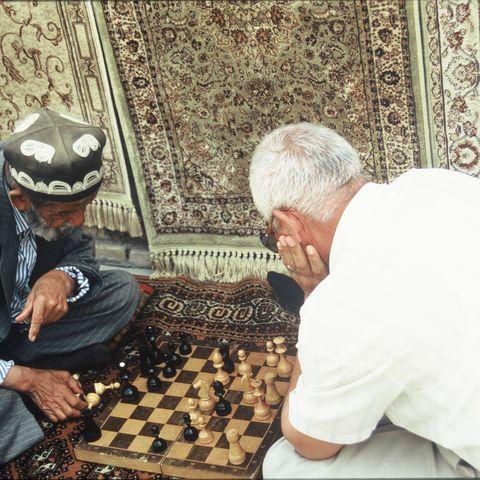 Schachspielende Männer, Usbekistan