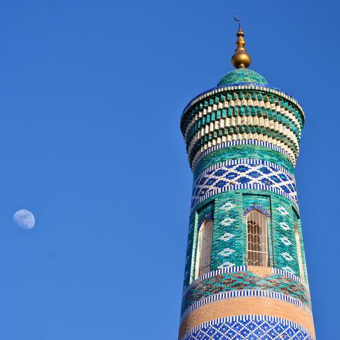 Minarett mit Mosaiken in Samarkand, Usbekistan