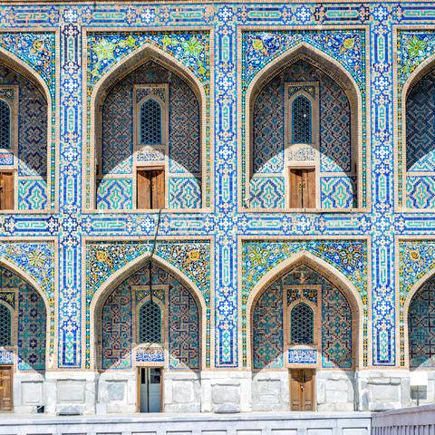 Farbenfrohe Fassade der Tilya Kori Madrasa, Usbekistan