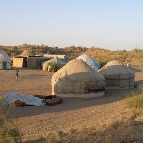 Jurten in der Wüste, Usbekistan