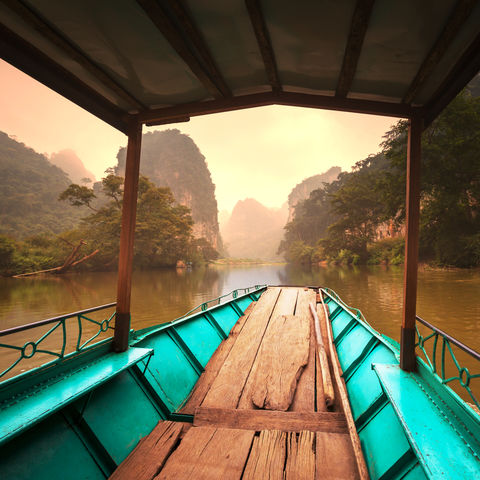 Boot auf dem Ba-Be-See im Ba-Be-Nationalpark, Vietnam