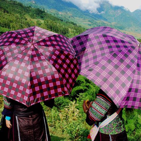 Sonnenschutz der Minderheiten in den Bergen, Vietnam