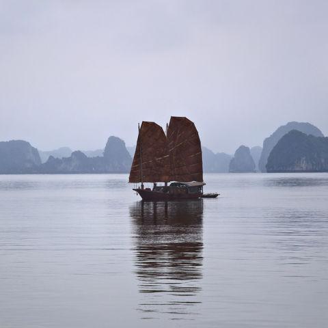 Dschunkenfahrt in der Halong Bucht, Vietnam