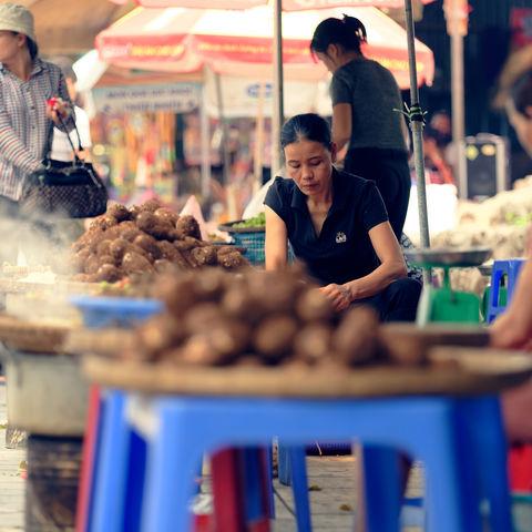 Unbedingt probieren: Zahlreiche Leckereien an Street Food-Ständen!, Hanoi, Vietnam