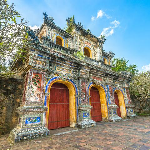 Hereinspaziert! Fassade des Zitadellentors & Eingang zur Kaiserstadt Hue, Vietnam