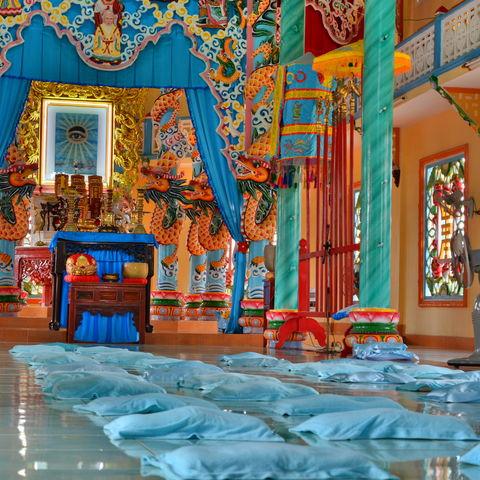 Im Innern des Cao Dai Tempels, Cai Be, Mekong Delta Region, Vietnam